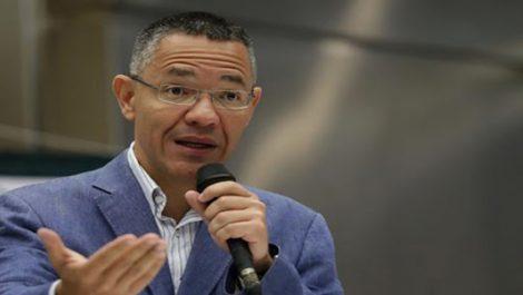 ¿Cinismo? Ernesto Villegas ofrece «delivery» de libros a cambio de DirecTV