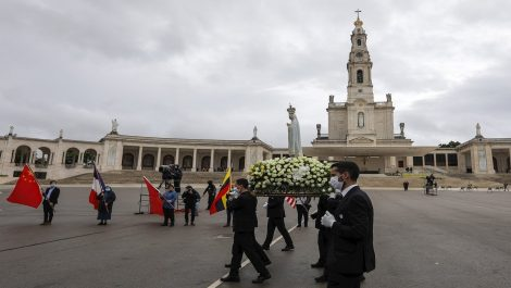 Portugal reza virtualmente a Fátima con el virus de nuevo bajo control