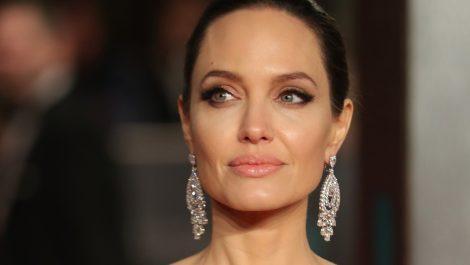 Angelina Jolie dijo que no se reconocía al terminar con Brad Pitt