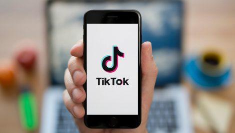 Apple descubre a TikTok espiando a millones de usuarios en su iPhone