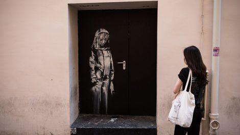 Hallan obra robada de Banksy en homenaje a víctimas del Bataclan