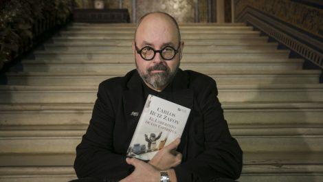 """Falleció el escritor Ruiz Zafón, autor de """"La sombra del viento"""""""