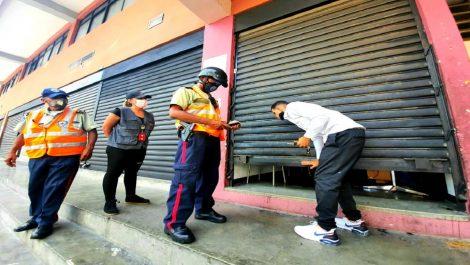 Sancionan a casi 300 comercios en Caracas por incumplir normas sanitarias