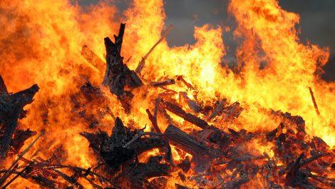 Denuncian que invasores de la Cota 905 provocan incendios