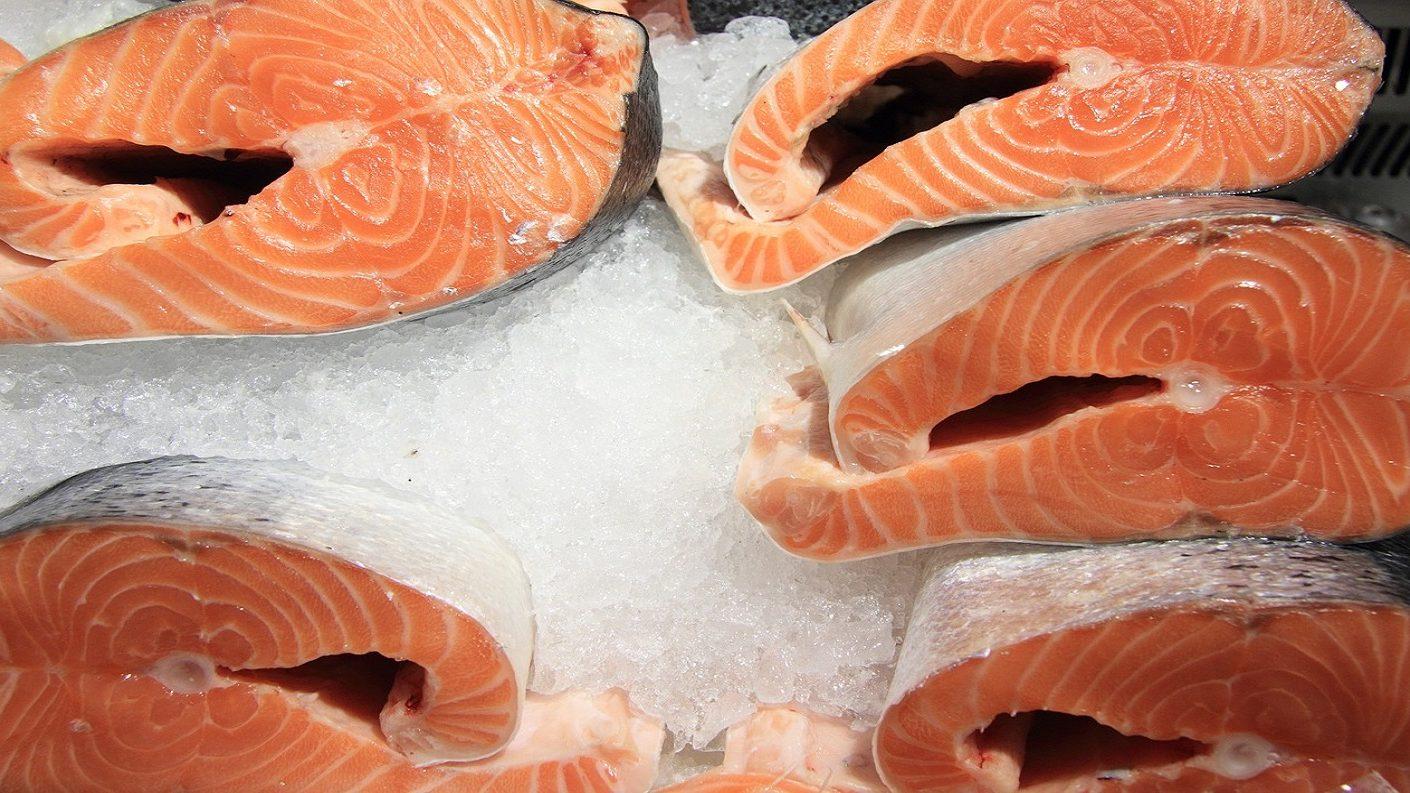 China detiene importaciones de salmón de Europa por sospecha del virus