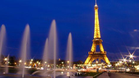 La Torre Eiffel abre al público tras cierre de tres meses