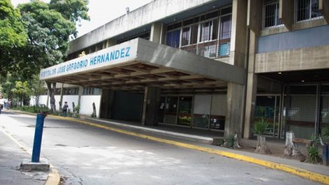 En el hospital de Catia bajan cadáveres por las escaleras (+video)