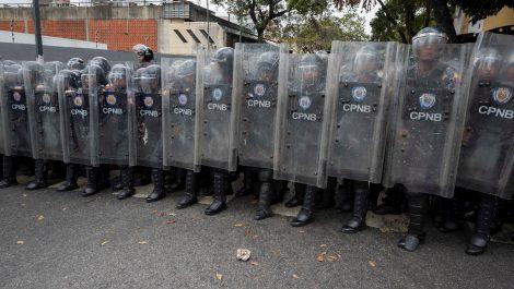 Reprimen protesta de pensionados y jubilados en Caracas