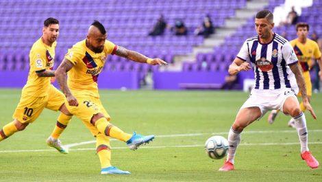 Arturo Vidal rescató al Barcelona ante el Valladolid