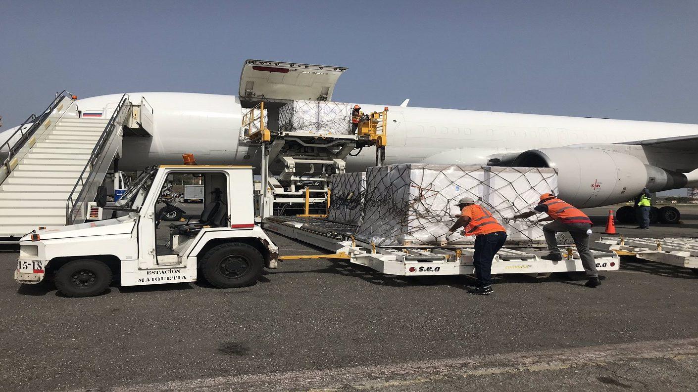Avión de Rusia llegó a Venezuela con cargamento humanitario