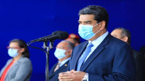 Maduro ratificó a Padrino López en el ministerio y a Ceballos en Ceofanb