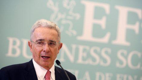 Corte Suprema de Colombia ordena detención domiciliaria de expresidente Uribe