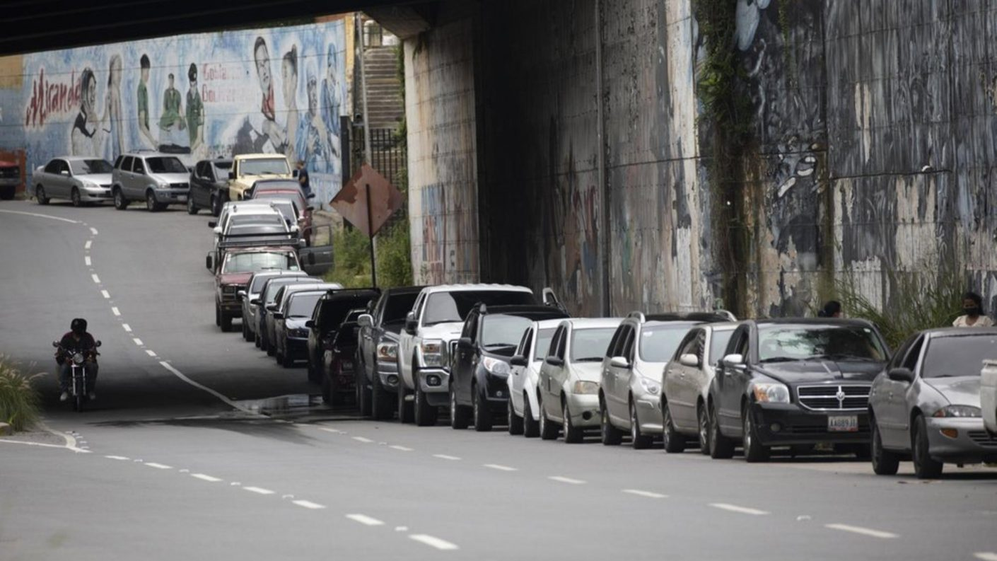 Irán es de nuevo la esperanza ante la escasez de gasolina en Venezuela