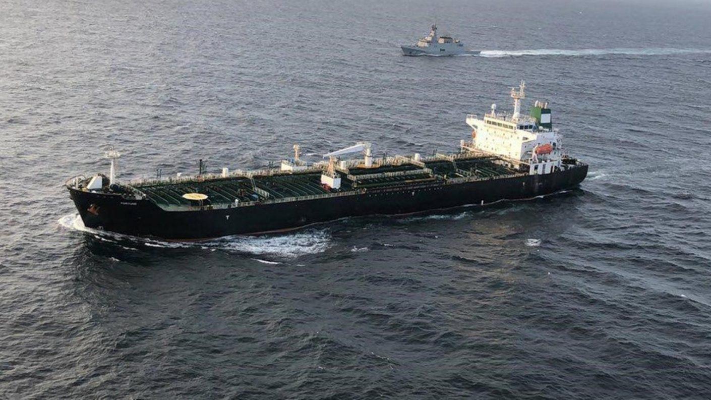 Buque iraní con gasolina llegó a la refinería El Palito