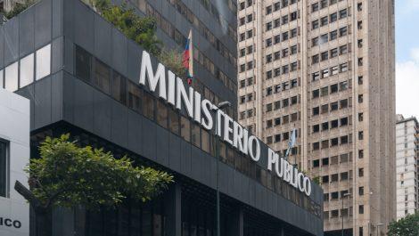Reportan incendio en la sede del Ministerio Público en Caracas