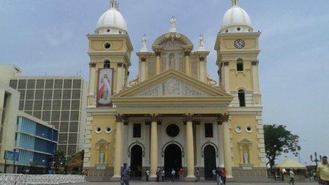 Gobierno revisa plan para apertura de templos e iglesias bajo el esquema 7+7