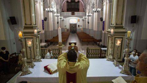 CEV establece protocolos para apertura de templos e iglesias