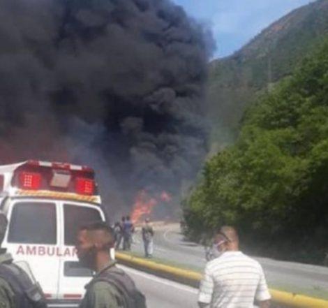 Una gandola de combustible se incendia en la Autopista Caracas-La Guaira (+FOTOS)