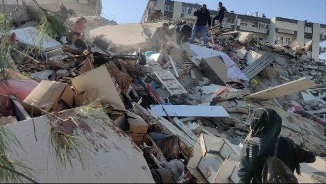 Al menos 4 muertos y 120 heridos en Turquía después de un terremoto de magnitud 6,6