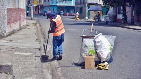A 40 barrenderos en Maracaibo les regalaron comida envenenada y terminaron recluidos de emergencia