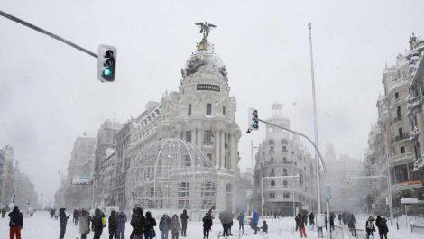 ¿Sueño o pesadilla? Una nevada histórica colapsa a media España