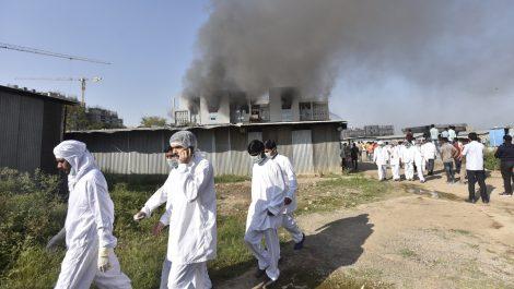 Al menos 5 muertos en un incendio en la principal fábrica de vacunas de India