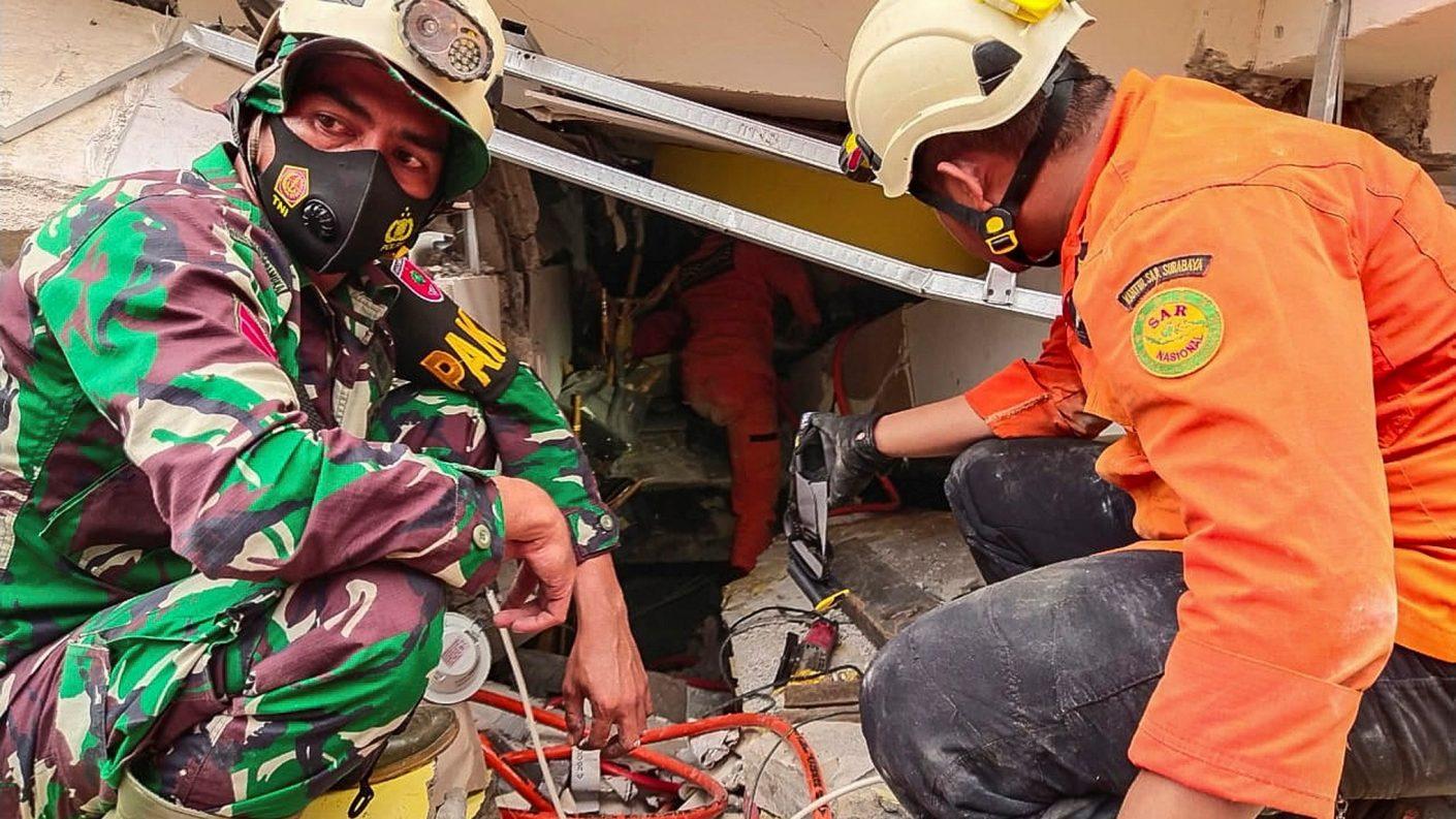 Al menos 34 muertos y más de 600 heridos tras un fuerte sismo en Indonesia