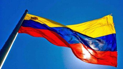 Maduro quiere agregar la novena estrella a la bandera