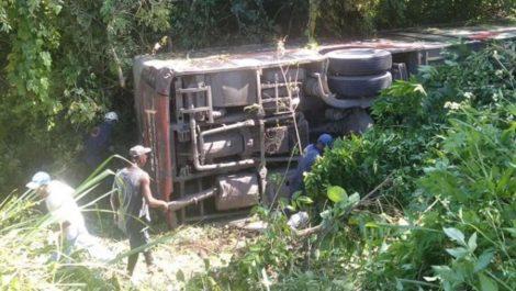 33 heridos tras volcarse un autobús en la vía a Higuerote