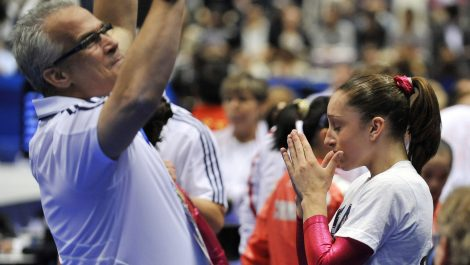 Se suicida exentrenador de gimnasia olímpica de EE.UU., acusado de agresión sexual