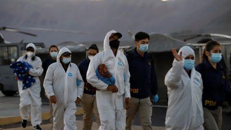 Venezolanos deportados de Chile llegan al país en un avión militar