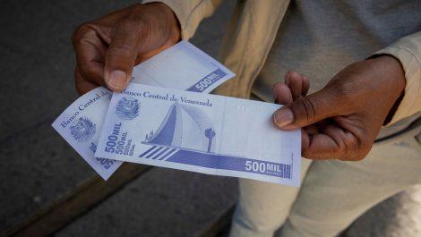 Venezuela busca masificar uso del bolívar con nuevo servicio de Banco del Tesoro