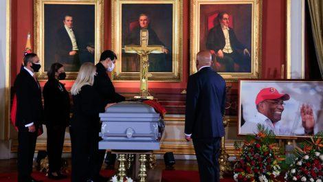 Reaccionan las redes por baile de tambores en funeral de Aristóbulo Istúriz
