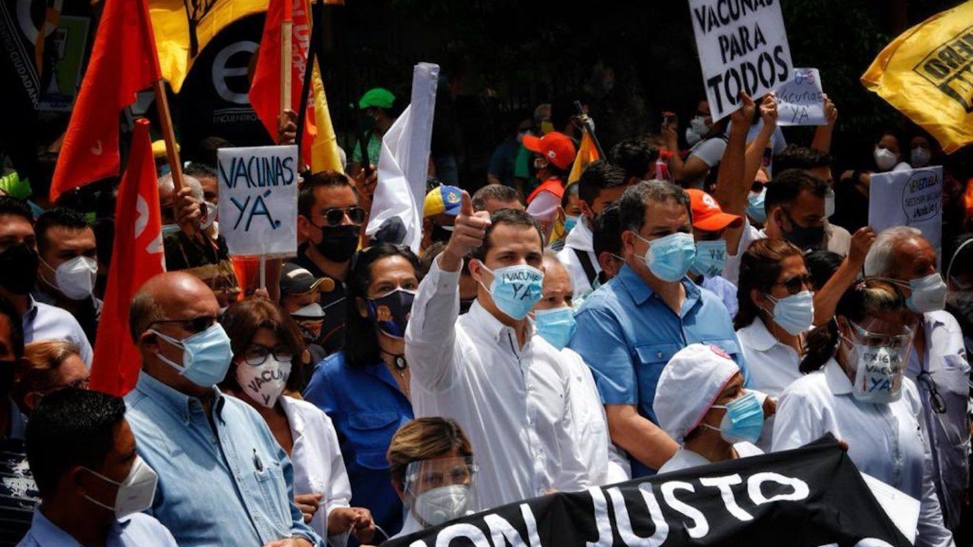 Guaidó desde la marcha del sector salud: «la mejor vacuna para Venezuela es estar juntos para salir de esta tragedia»