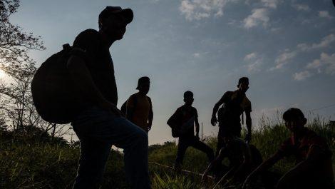 Rescatan a 87 migrantes venezolanos perdidos en el desierto de Arizona