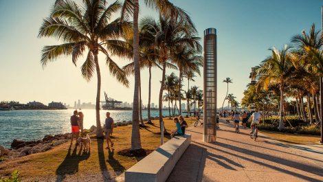 Miami Beach convoca a vacunarse contra el covid-19 en la playa