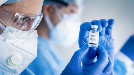 Descubren un nuevo síntoma del covid-19 en personas vacunadas