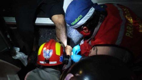 «¡Dios me salvó!»: aseguró conductor que colisionó y cayó al Guaire (+FOTOS/VIDEO)
