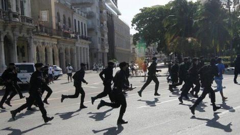 """Régimen cubano desplegó a los """"boinas negras"""" para reprimir las protestas en la madrugada"""