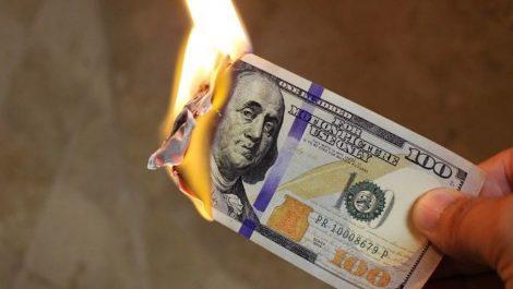 Sin freno: dólar paralelo cerró a menos de Bs.50.000 de cruzar la barrera de los Bs.4.000.000