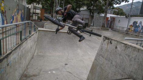 Hurtaron la bicicleta de un atleta venezolano en la Villa Olímpica