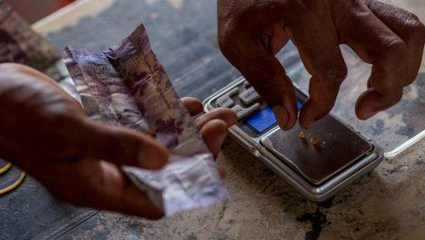 Video viral: usan el oro como método de pago en comercios del estado Bolívar