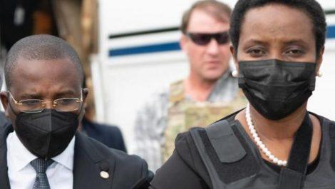 Primera dama de Haití regresa a su país para asistir a funerales de su esposo asesinado