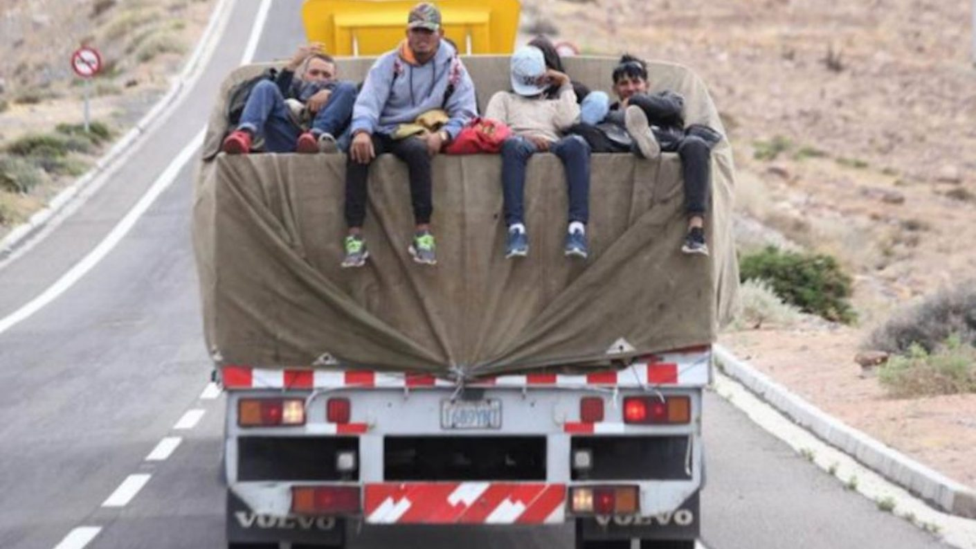 Migrante venezolano resultó herido en vuelco de camioneta entre Bolivia y Chile