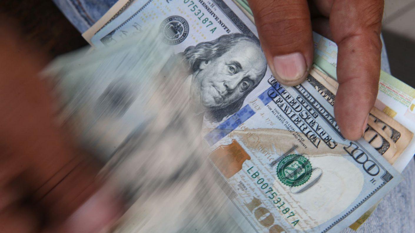 Dólar llegó a los cinco millones de bolívares justo antes de la reconversión