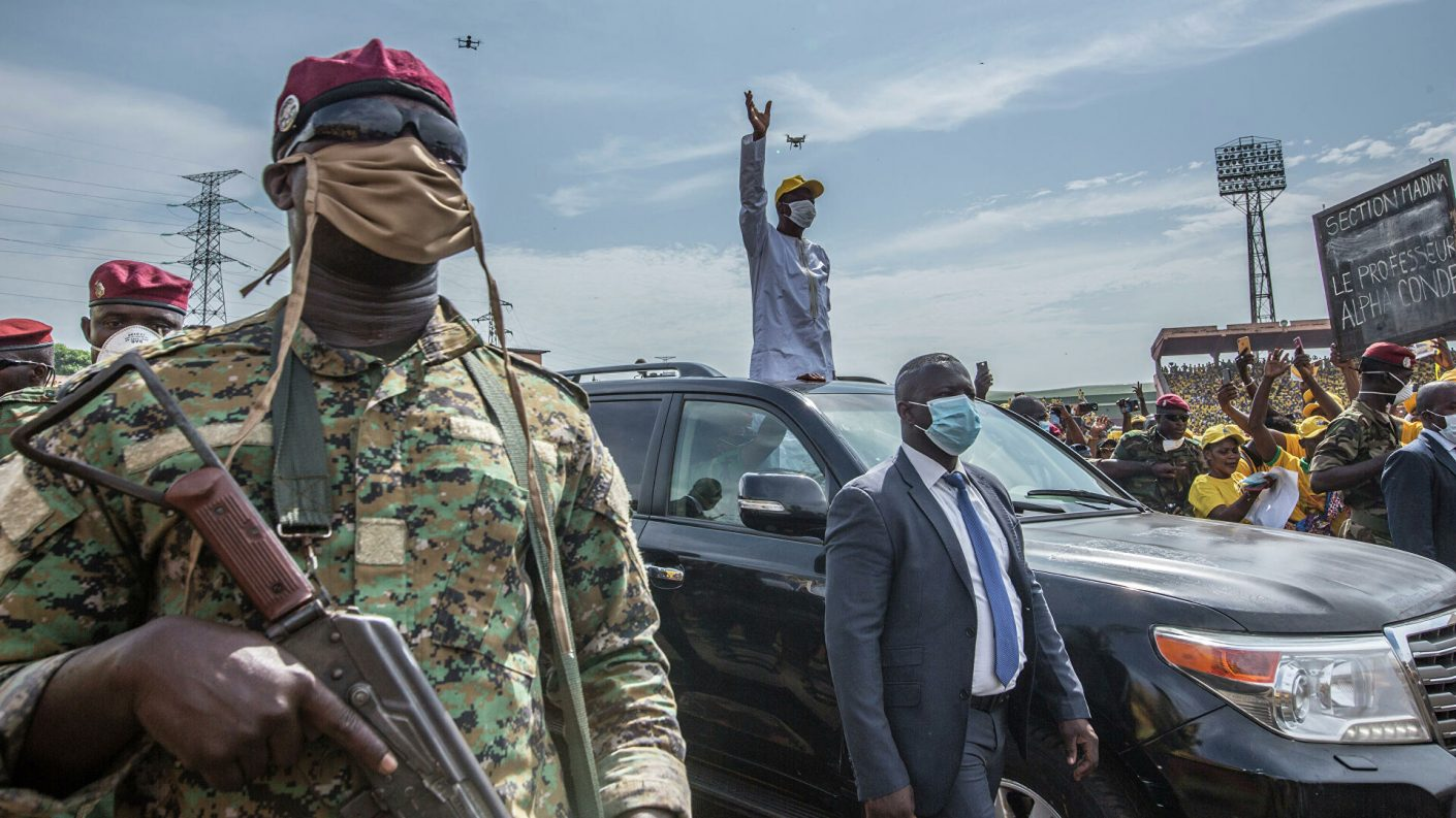 Derrocan al presidente de Guinea