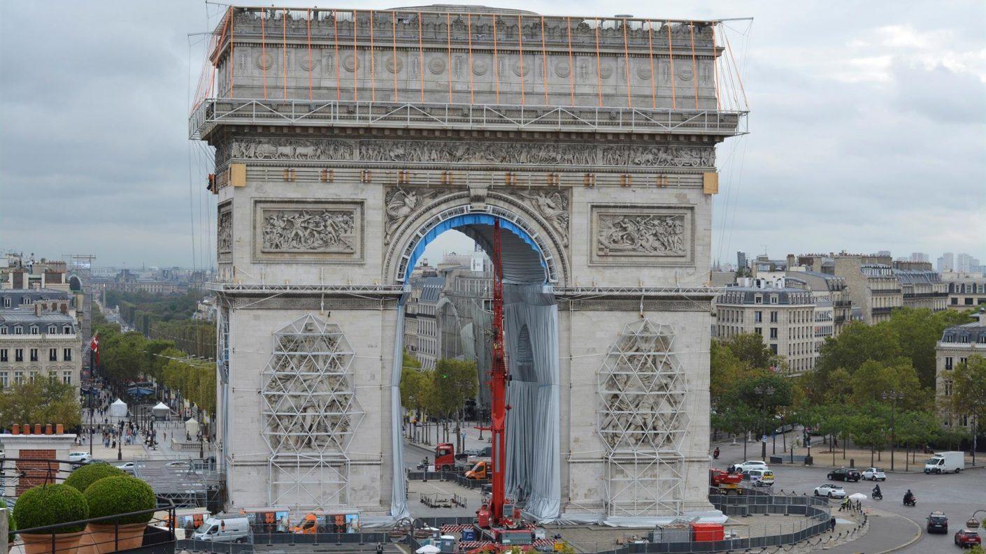 A punto de hacerse realidad el sueño del artista Christo de «empaquetar» el Arco de Triunfo