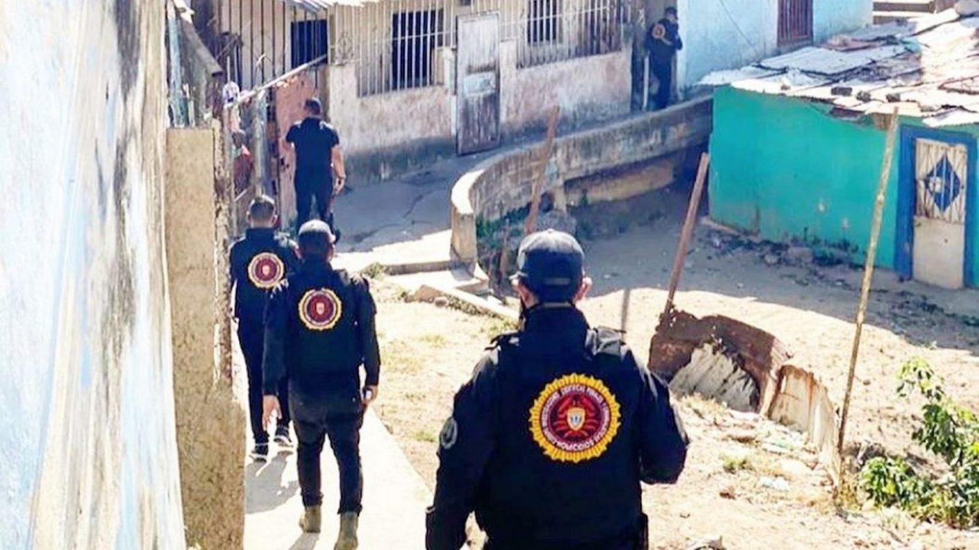 Seis delincuentes estrangularon a una mujer y abandonaron su cadáver por ser informante de las autoridades