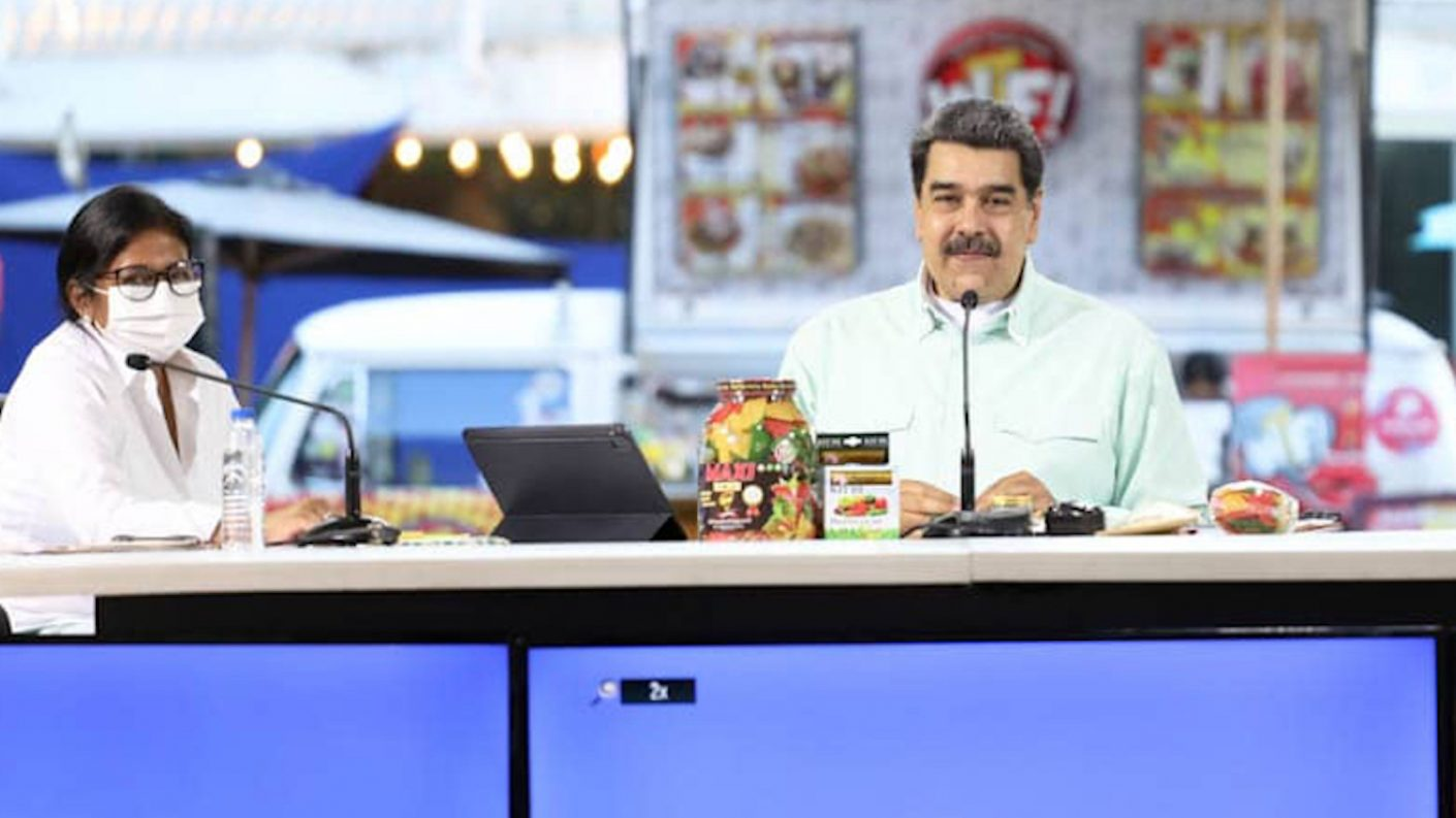 Maduro promete flexibilización total en Navidad y exoneración de impuestos a emprendedores