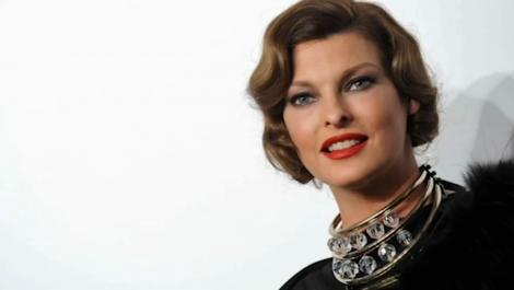 La modelo Linda Evangelista confiesa haber quedado desfigurada tras un tratamiento estético